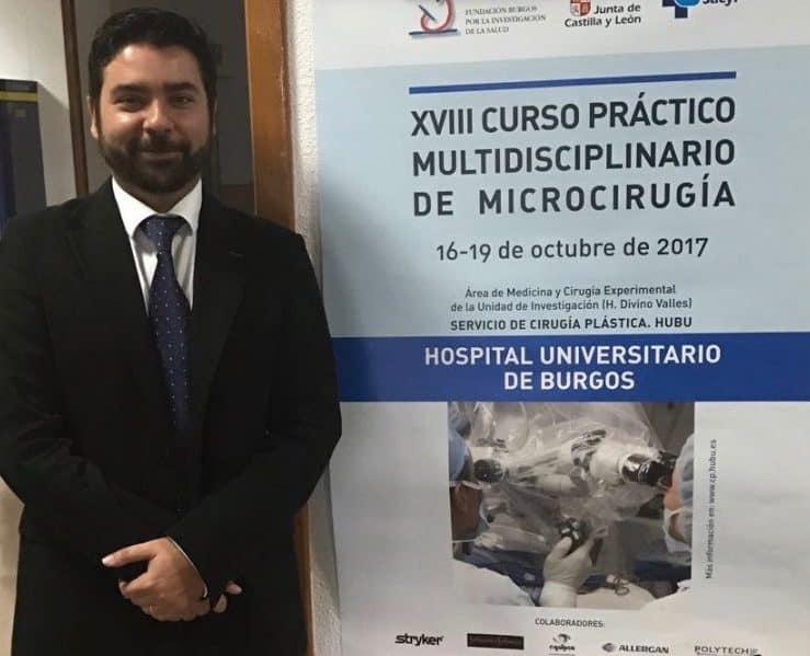 cirujano plastico de ucp estetica participa en curso de microcirugía